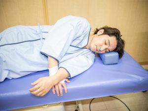 麻酔を使って眠ったまま下剤注入法は終了